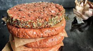 Медики: растительное мясо куда полезнее настоящего